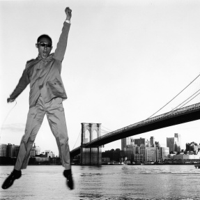 HK EYE BOOK_PIONEER_TSENG Kwong Chi_Self Portrait series Brooklyn Bridge NYC_1979