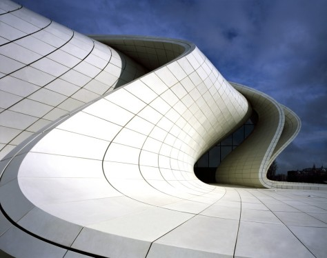 52852329e8e44e222500014d_heydar-aliyev-center-zaha-hadid-architects_hac_photo_by_helene_binet_03-1000x791